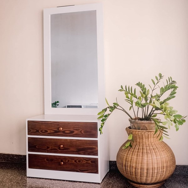 Picture of Trio Dressing Table